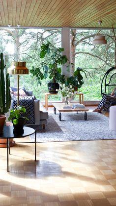 Annaleena Hämäläisen koti – jäljittelemätöntä 1960-luvun tunnelmaa   Meillä kotona Nordic Interior, Patio, Outdoor Decor, Home Decor, Google, Wish, Domingo, Lily, Decoration Home