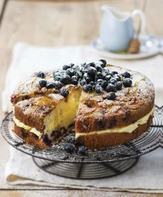 Citronovo-borůvkový koláč s borůvkovou drobenkou, Foto: isifa.com Blueberry Cake, Icing, French Toast, Cheesecake, Vanilla, Frozen, Lemon, Pie, Cookies