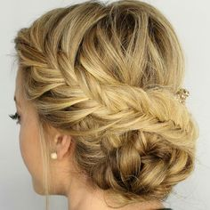 Adoro penteado com trança, e vocês? #trança #penteados #penteadocomtrança #coque #coquecomtrança ...