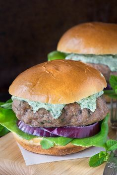 These minted lamb burgers taste delicious and are quick and easy to make, perfect for a quick dinner or a summer barbecue. Lamb Burgers, Salmon Burgers, Summer Barbecue, Mayonnaise, Ribs, Hamburger, Grilling, Sandwiches, Chicken
