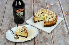 Baileys Cheesecake met witte chocolade uit de Airfryer wordt jouw nieuwe lievelingsgerecht! - Airfryertotaal.nl Baileys Cheesecake, High Tea, Sweet Recipes, French Toast, Cupcakes, Snacks, Breakfast, Desserts, Cupcake