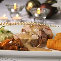 Christmas Dinner Plates, Xmas Dinner, Surf And Turf, Good Food, Food And Drink, Cooking Recipes, Lunch, Beef, Chicken