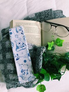 Fun Crafts, Diy And Crafts, Book Aesthetic, Any Book, Handmade Items, Handmade Gifts, Some Fun, Bookmarks, Marketing And Advertising