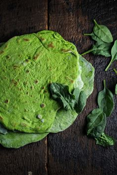 Monthly Fitness Goals: July // Homemade Spinach Wraps with Chopped Greek Salad - Katie at the Kitchen Door Homemade Spinach Wraps {Katie at the Kitchen Door} Raw Food Recipes, Vegetarian Recipes, Cooking Recipes, Healthy Recipes, Spinach Tortilla, Healthy Snacks, Healthy Eating, Greek Salad, C'est Bon