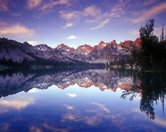 Stunning reflection in Idaho's Sawtooth mountains, Alice Lake Places To Travel, Places To See, Travel Destinations, Landscape Photography, Nature Photography, Adventure Photography, Sawtooth Mountains, National Forest, Amazing Nature