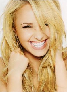 Hayden Panettiere @Rebecca Dezuanni Rimback @J E Vitu I've also been told that I look like her