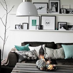 A very fresh and gorgeous living room with budget friendly inspiration (in English and Spanish, via Krossmyra).