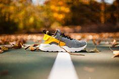 the latest e05e5 daa7e WMNS Nike Air Huarache Run Ultra SE (Dark Loden Gold Leaf)