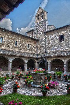 Chiostro della Chiesa di San Damiano, Assisi, Umbria, Italy