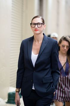 The Best Street Style from Day 2 of NYMFW: Jenna Lyons in a sharp suit and bold lip