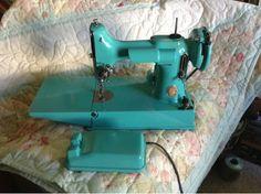 Vintage Sewing Machines: Centennial Singer Featherweight Makeover