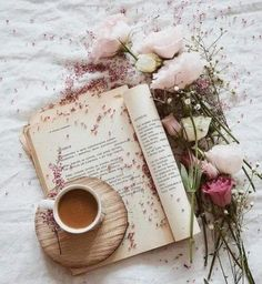 Book and tra flat lay photography ideas Cozy Aesthetic, Flower Aesthetic, Aesthetic Photo, Aesthetic Pictures, Flat Lay Photography, Coffee Photography, Morning Photography, Photography Ideas, Coffee And Books