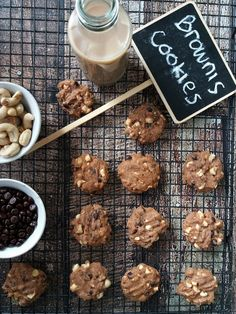 Dah lama gak buat brownies cookies pake resep ini.... biasanya tiap tahun kalo mau lebaran suka buat. Resep gak tau asal mulanya dari man... Brownie Cookies, Choco Chip Cookies, Choco Chips, Almond Cookies, Yummy Cookies, Chocolate Chip Cookies, Chocolate Mints, Delicious Cookie Recipes, Dessert Recipes