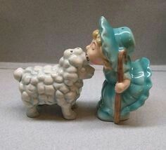 Little Bo Peep and Sheep salt and pepper shakers Salt N Pepa, Little Bo Peep, Salt And Pepper Set, Vintage Easter, Salt Pepper Shakers, Vintage Ceramic, Sheep, Stuffed Peppers, Cookie Jars