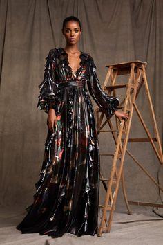 Zuhair Murad Pre-Fall 2020 Fashion Show Pre Fall 2020 Zuhair Murad Pre-Fall 2020 Collection - Vogue Fashion 2018, Runway Fashion, High Fashion, Fashion Show, Fashion Design, Fashion Brands, Vogue Paris, Victoria Dress, Mannequins