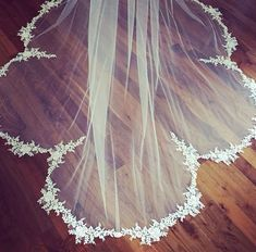 Make an entrance with this scalloped veil