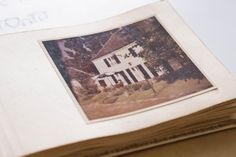Walmdach-Architektur Polaroid Film, Hip Roof, Old Photos, Architecture, House