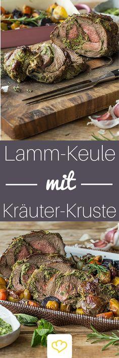 Zart geschmortes Lammfleisch mit frischen Kräutern auf buntem Gemüsebett - die Krönung deiner Oster-Festtafel.