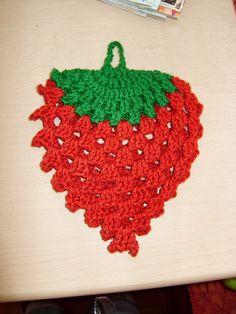 Tutorial de tejido en crochet agarradera con forma de Fresa 1 de 3 ༺✿ƬⱤღ https://www.pinterest.com/teretegui/✿༻