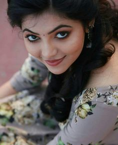 Black eye n black liner. Beauty Full Girl, Beauty Women, Beauty Girls, Beautiful Eyes, Gorgeous Women, Beautiful Bride, Indian Face, Exotic Women, Beautiful Indian Actress