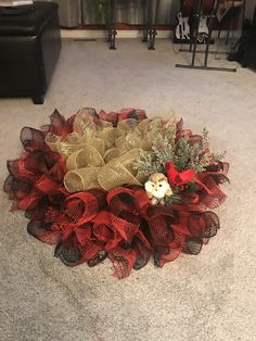 Christmas Wreaths, Holiday Decor, Projects, Home Decor, Christmas Garlands, Log Projects, Homemade Home Decor, Holiday Burlap Wreath, Decoration Home
