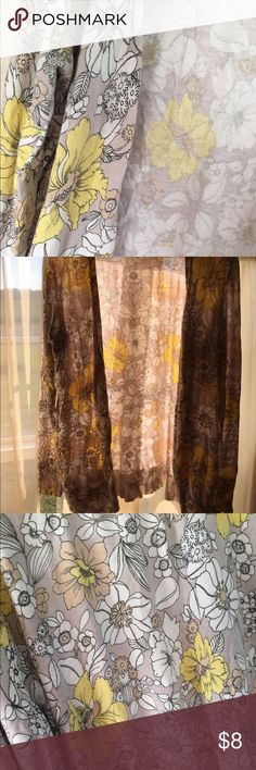 Old Navy floral cardigan Old Navy Floral cardigan! Yellow, tan. Size XL Old Navy Sweaters Cardigans
