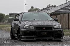 Nissan Skyline GT-R R34...All wet.