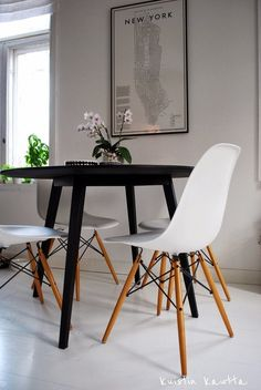 A weekend in New York, can be just pretend. Dining Area, Kitchen Dining, Kitchen Tables, Dining Tables, Scandinavian Interior, Home Kitchens, Beautiful Homes, Sweet Home, House Design