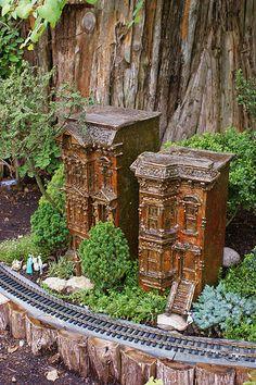 Best Garden Railway Ever (Across the nation) Garden Railroad, Model Trains, Art And Architecture, Amazing Gardens, Outdoor Structures, Miniature Gardens, Sony, Daddy, Alternative