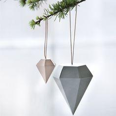 Diamant de Noël en papier décoration scandinave Décoration Noël Scandinave : 18 Coups de Cœur Shopping http://www.homelisty.com/decoration-noel-scandinave-18-coups-de-coeur-shopping/