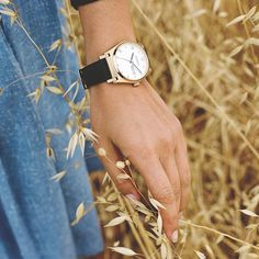 Latest Nixon watch, beautiful & simple, with a black strap and a gold dial. Welcome Jane Leather Women's Watches, Cool Style, Spring, Simple, Nature, Summer, Leather, Gold, Accessories