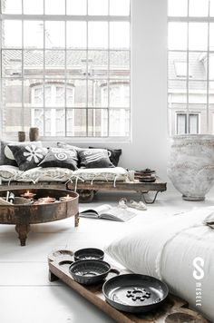 Scandinavian interior design   see Decoholic   Palettes make a great daybed with oversized gorgeous pillows