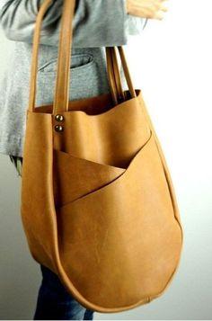 19 Ideias simples para fazer sua bolsa de tecido Tan Leather Handbags, Tan Handbags, Leather Purses, Unique Handbags, Leather Backpacks, Large Handbags, Leather Bags Handmade, Leather Projects, Beautiful Bags
