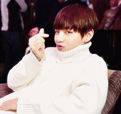 Taehyung sending hearts gif