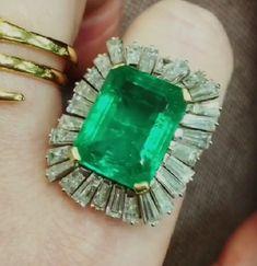 Chunky emerald and diamond ring. 💚✨😊💎💚 #burlingtonarcade #susannahlovis #emerald