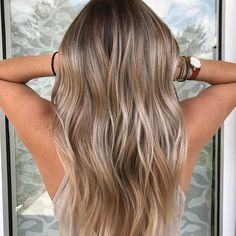 Cool blonde color melt #hair #balayage #balayageombre #balayagehighlights #colormelt #shadowroot #balayageartists #balayagehair #hairofinstagram #beauty #fashion #hairstyles #haircolor #waves #wavyhair