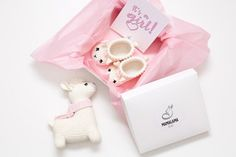 Baby girl sprinkle shower reveal party gift box with cute crochet llama toy and sweet newborn animal booties Unique pregnancy present basket Baby Gift Sets, Baby Girl Gifts, New Baby Gifts, Pregnancy Gift Baskets, Pregnancy Gifts, Baby Shower Presents, Baby Shower Parties, Shower Party, Llamas Animal