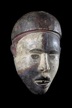 Le terme Mayombe désigne une grande région boisée située en majeure partie au Zaire mais aussi en grande partie au Cabinda, Congo et Gabon. Les masques Yombe ont pour constante d'être réalisés en bois léger et couverts d'une teinture à base d'ingrédients locaux. Les proportions sont humaines et l'expression assez proche du portrait.