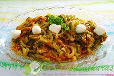 ConDosCucharas.com Espaguetis de calabacin al pesto rojo - ConDosCucharas.com Pasta, Pulled Pork, Spaghetti, Ethnic Recipes, Food, Zucchini Spaghetti, Easy Meals, Recipes With Vegetables, Pumpkins