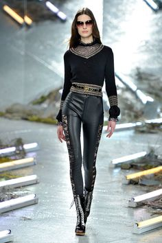 Find images and videos about nyfw and Rodarte on We Heart It - the app to get lost in what you love. Leggings Brilhantes, Shiny Leggings, Nova, Leather Pants, Leather Outfits, Ideias Fashion, Dress Up, Sexy, Ice