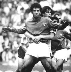 Gianluca Vialli embraced by Matthias Herget during West Germany - Italy (0-0), Cologne (1987).