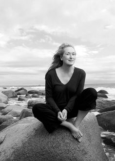 Meryl Streep - Force of Nature - Vogue January 2012 Photo Annie Leibovitz Christian Morgenstern, Annie Leibovitz Photography, Annie Leibovitz Photos, Frases Humor, Good Heart, Laura Lee, Old Women, Getting Old, Portrait Photographers