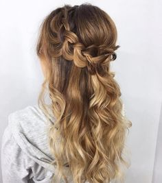 Pretty curls with a braided detail,Beautiful half up half down hairstyle, wedding hair,half up half down hairstyles ,half up half down wedding hairstyles, wedding hair down hairstyle #weddinghairstyles #hairstyles #romantichairstyles #halfup #hairdown