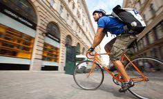 Courier bikers: Entregas de bicicleta estão cada vez mais comuns nas grandes cidades