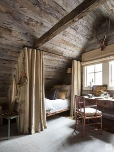 Haus Tour: Chic Sewanee Cabin Style - - Home Maintenance - No Make Up - Glasses Frames - Homecoming Hairstyles - Rustic House Cabin Loft, Cabin Chic, Cozy Cabin, Cabin Homes, Log Homes, Attic Bedrooms, Attic Bedroom Designs, Log Cabin Bedrooms, Bedroom Ideas