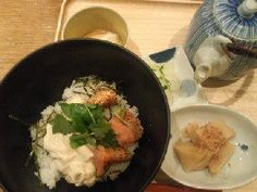 "Japanese ""Ochazuke""       http://www.dashichazuke-en.com/index.php - 롯폰기힐즈 노스타워 지하. 고로케, 주먹밥도 팔고, 여긴 식권제가 아닌 사람한테 주문하는 시스템임. 확실히 시부야점보단 훨씬 나음."