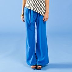 Arabesque Pants Blueberry. The Diagonal Black and White Vest is coordinated very nice with the electric blue colour of the Pants.