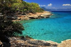 Discover the best things to do in Aegina Greece, best beaches, restaurants, top hotels, and breathtaking photos! Best Places To Travel, Oh The Places You'll Go, Places To Visit, Spring Break Trips, Greek Isles, Natural Scenery, Beach Trip, Tours, City