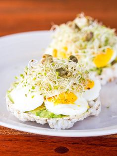 Avocado and Egg Rice Cake Toasts | Avocado Toasts