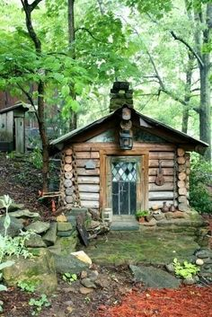 Sweet little cabin, I love the glass on that door.